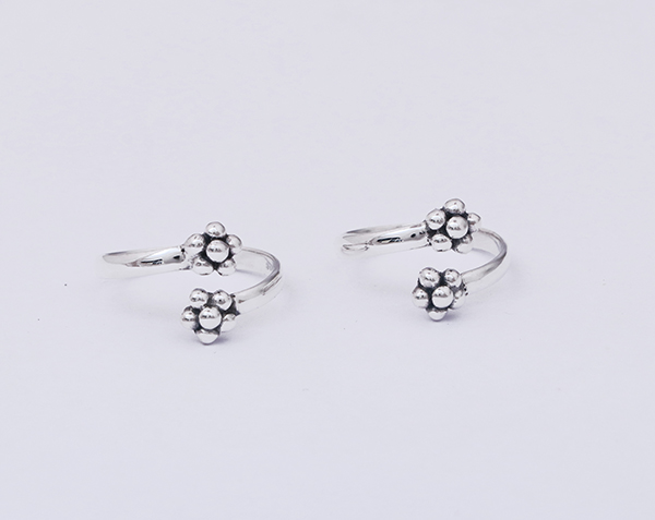925 Fine Silver Oxidized Flower Design Toe Ring